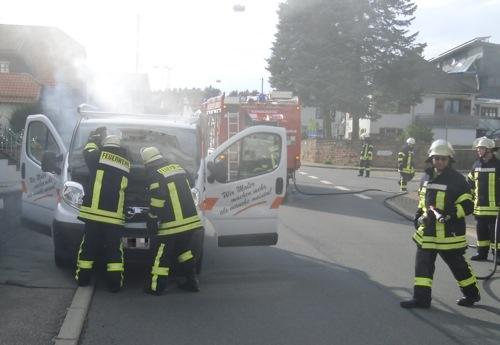 Fahrzeugbrand in Limbach