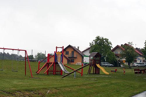 Neuer Spielplatz fuer jung und alt