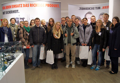 Studenten bei der Firma Wuerth