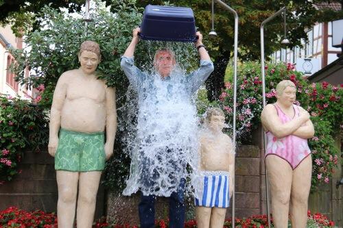 MdL Nelius bei Ice Bucket Challenge