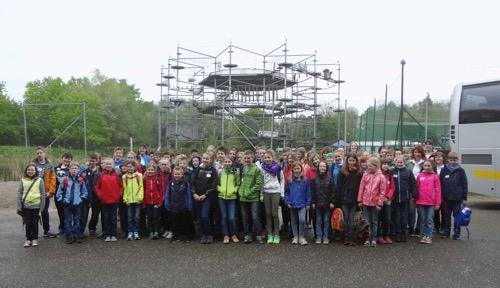 Gruppenbild VR Primax Ausflug Hochseilgarten klein