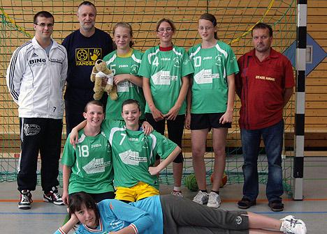 wpid-468Handballerinnen-in-neuen-Trikots-2011-06-9-00-08.jpg