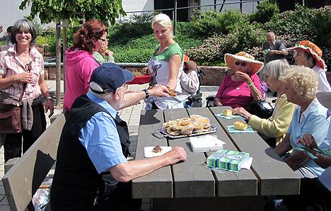 wpid-468Jugendliche-begegnen-Senioren-2011-07-5-19-55.jpg