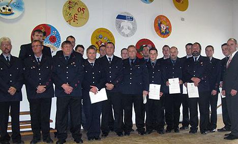 wpid-468Neue-Feuerwehr-Fuehrung-verpflichtet-2011-07-10-22-45.jpg