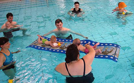 wpid-468Baby-Schwimmen-in-der-Katzenbuckel-Therme-2011-08-2-14-59.jpg