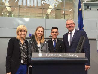 Fuer vier Tage im Bundestag.jpg
