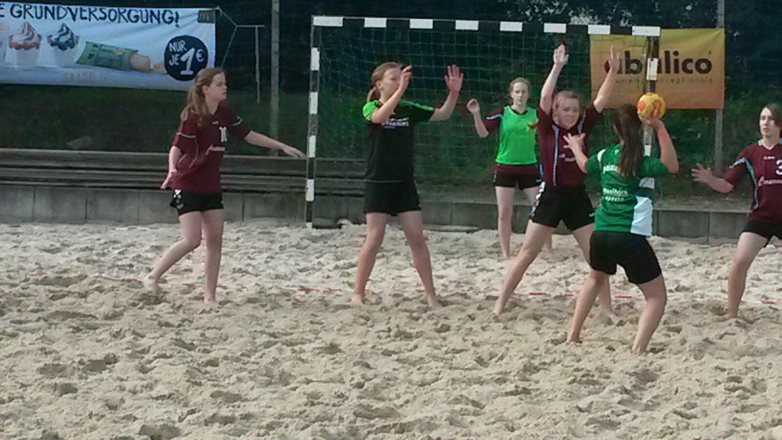 SGH-Handballerinnen auf Sand erfolgreich thumbnail