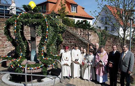 wpid-468Osterbrunnen-in-Struempfelbrunn-gesegnet-2011-04-3-21-38.jpg
