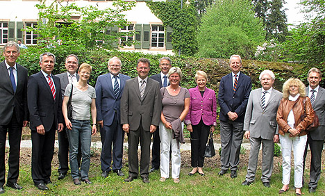 wpid-468Sieben-Landraete-im-Wasserschloss-2011-05-12-18-04.jpg
