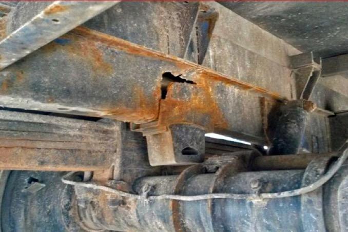 2pol da erbach nicht nur die ladung war schrott lastwagen mit diversen maengeln aus dem verkehr gezog