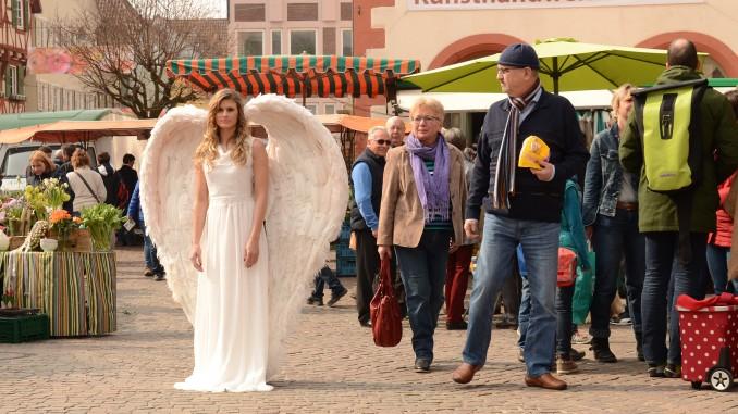 Kunsthandwerkermarkt mit Engel. (Foto: Michael Halmel)